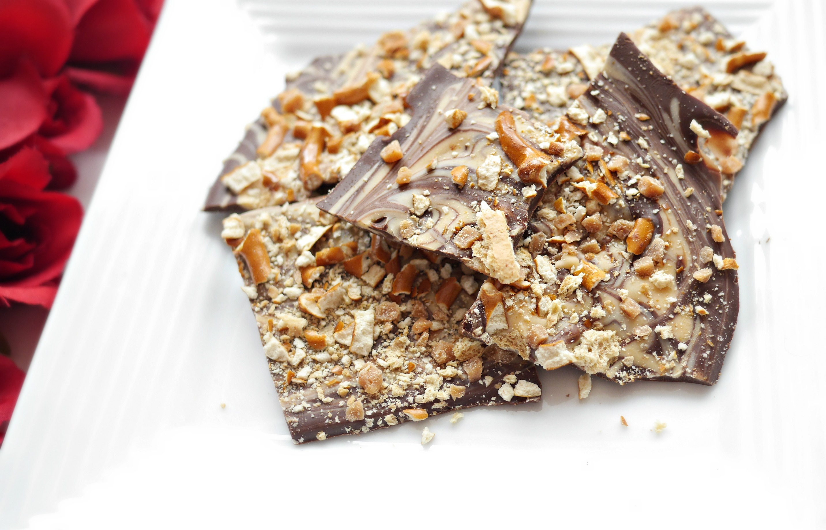 Easy Sweet & Salty Chocolate Toffee Bark – A Holiday Recipe (Blogmas Day 17)